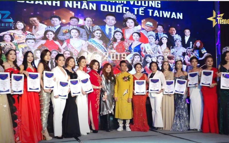 Trao Giấy Chứng Nhận Ban Giám Khảo cuộc thi Hoa hậu - Nam Vương doanh nhân quốc tế Taiwan